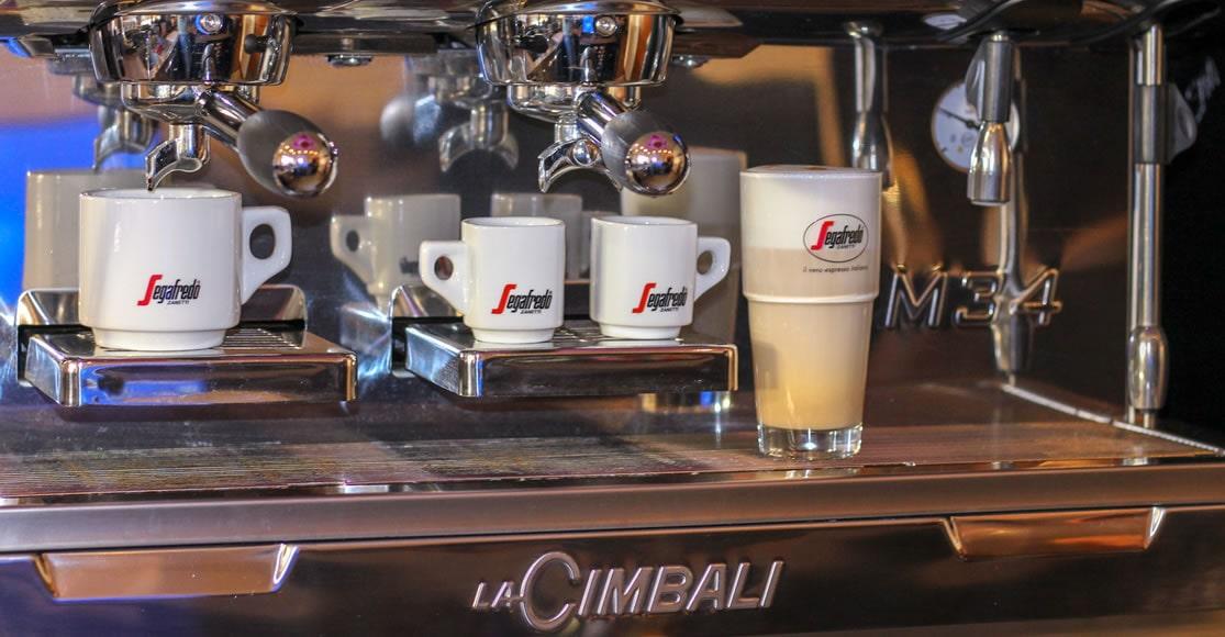 Kaffeemaschine mit Latte Macchiato